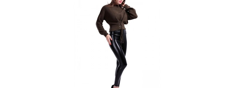 Кожени клинове срещу кожени панталони: Каква е разликата?