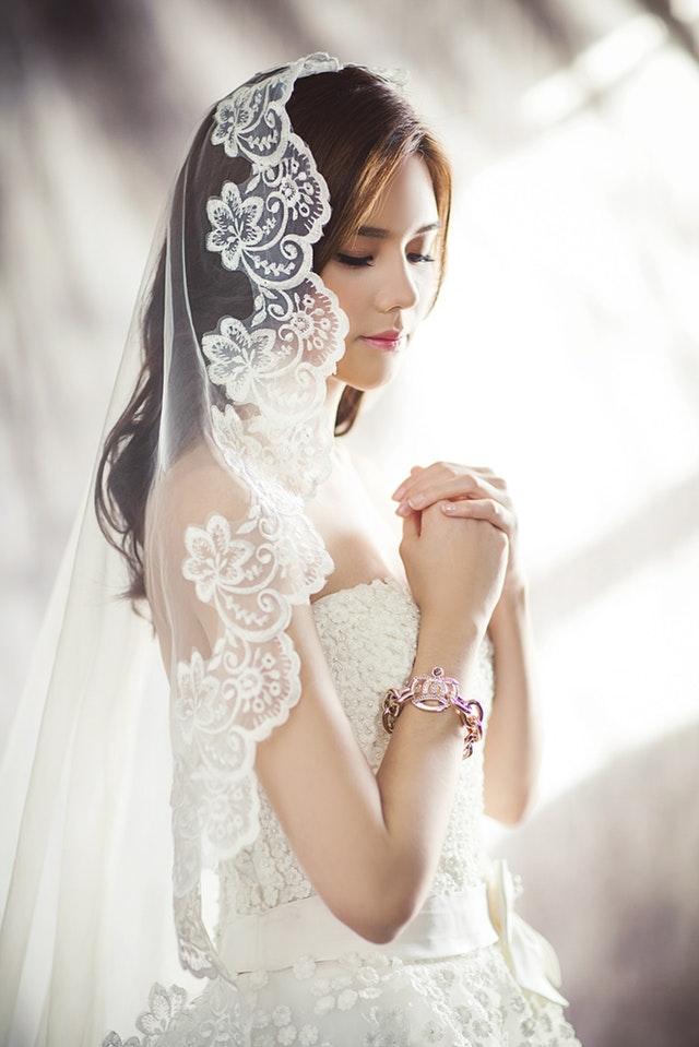 Рокля е вид горно дамско облекло, което покрива тялото и част от краката